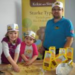 Martin Bräuer mit Viktoria und Melina - Kekse mit Sinn